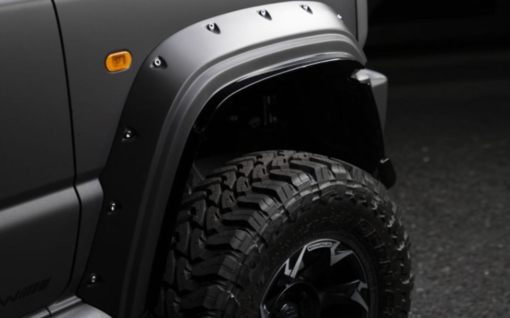 Неприкрытая угроза: новый Suzuki Jimny с тюнинг-пакетом Wald